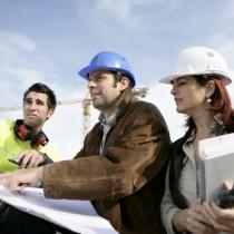 Professionnels du bâtiment sur un chantier de construction-Santé au travail