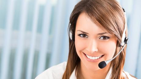 Jeune femme au téléphone-Santé au travail